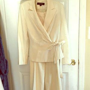 Kasper women's pant suit